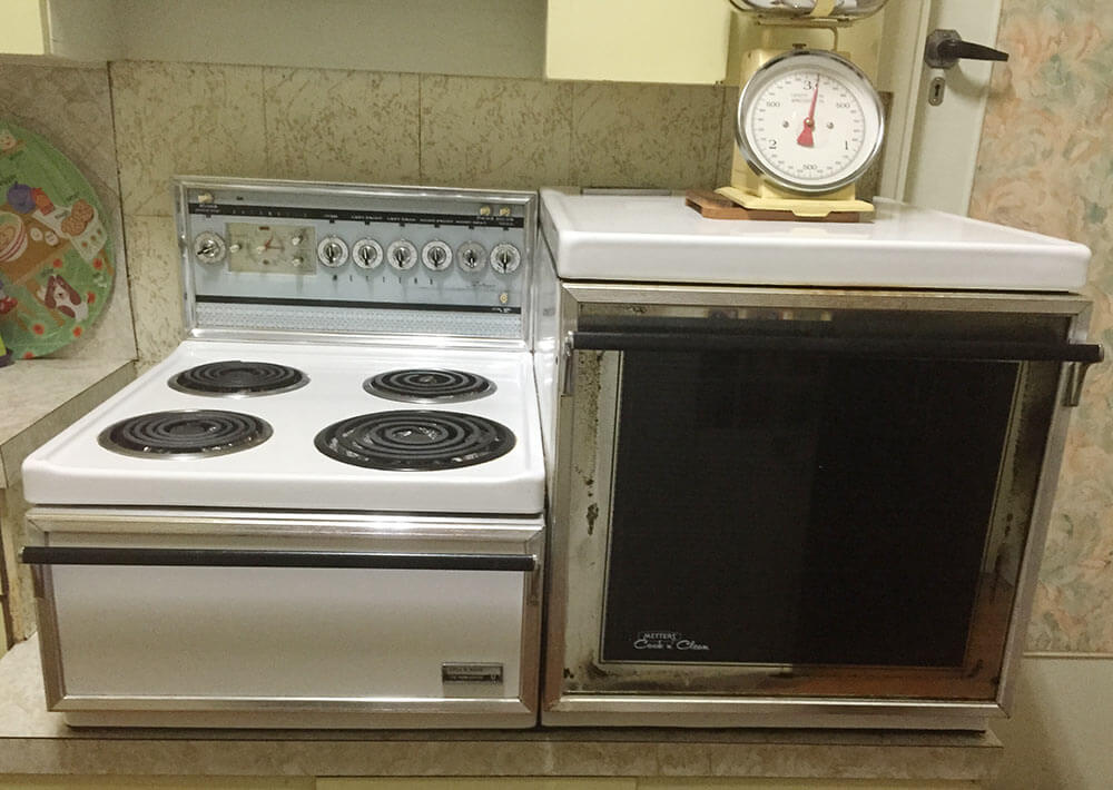 Karlie 39 s vintage metters cook n 39 clean stove a for Oven cleaner on kitchen countertops