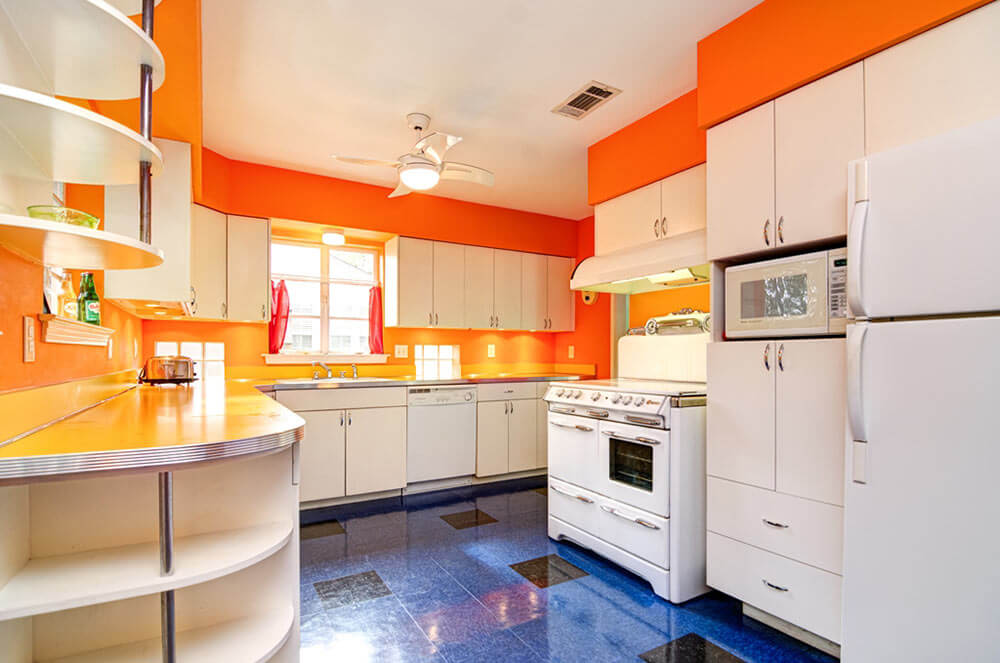 Mary\'s retro kitchen renovation starts with simple white slab door ...