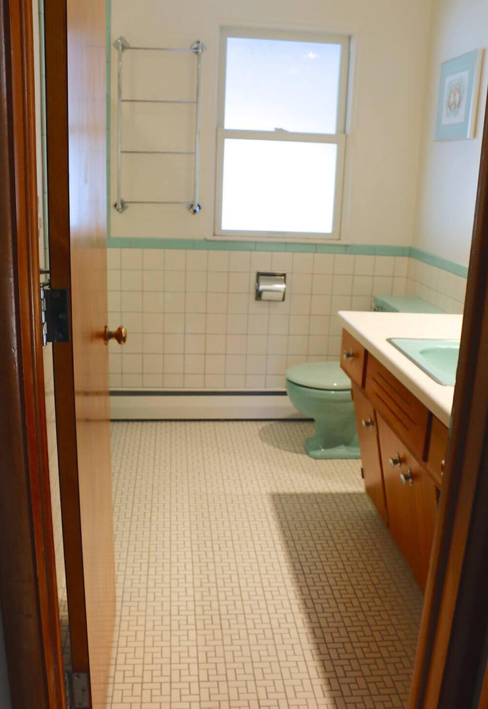Perfect vintage aqua bathroom