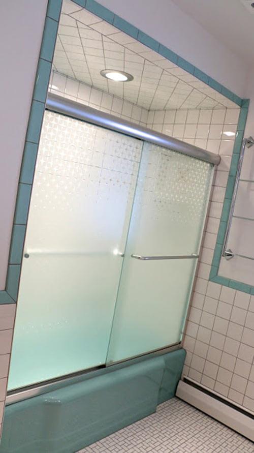Awesome  vintage aqua bathroom