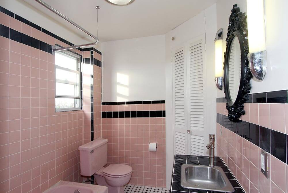 Marvelous retro pink bathroom