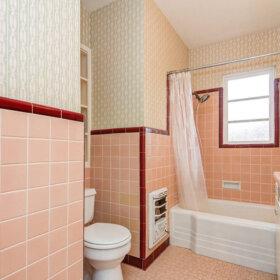 1950s pink bathroom