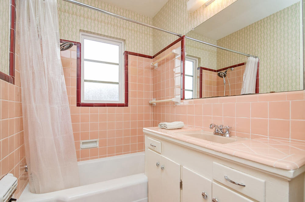 Mary 39 S Vintage Bathroom Decorated With Bradbury 39 S Grete
