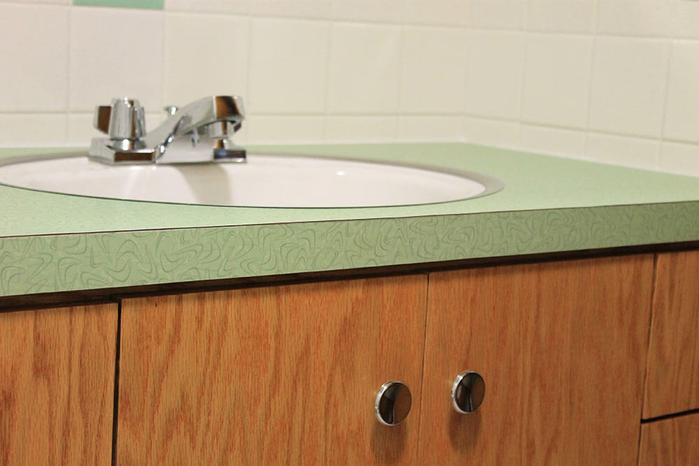 New retro green bathroom
