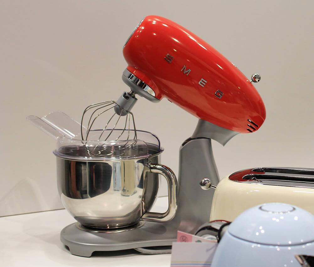 Modern Exhibition Stand Mixer : Smeg appliances at kbis retro renovation