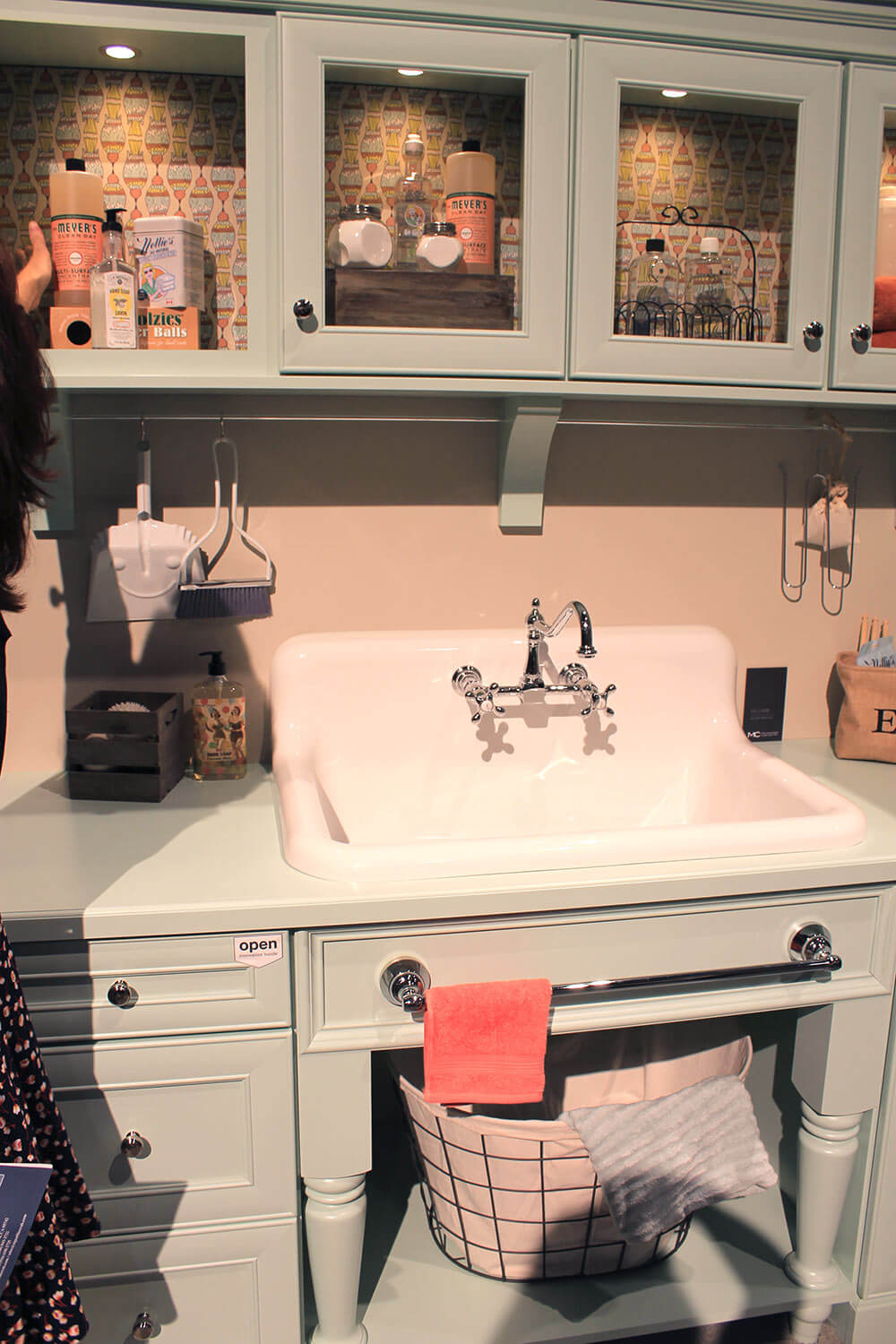 Checking out the Nelson\'s sink on display at KBIS - Retro ...