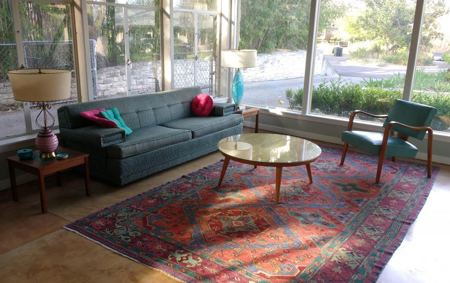 Oriental rugs in midcentury living rooms me likey retro for Modern living room persian rug