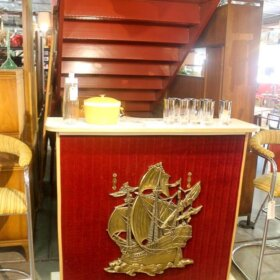 vintage bar at retro las vegas store