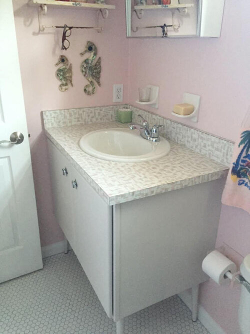 chris uses wilsonart endora laminate in her retro pink bathroom looks gr - Midcentury Bathroom 2016