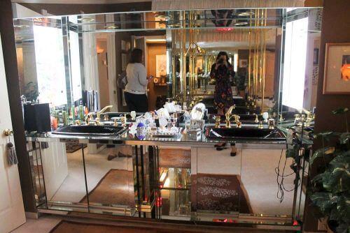 mirrored-vanity