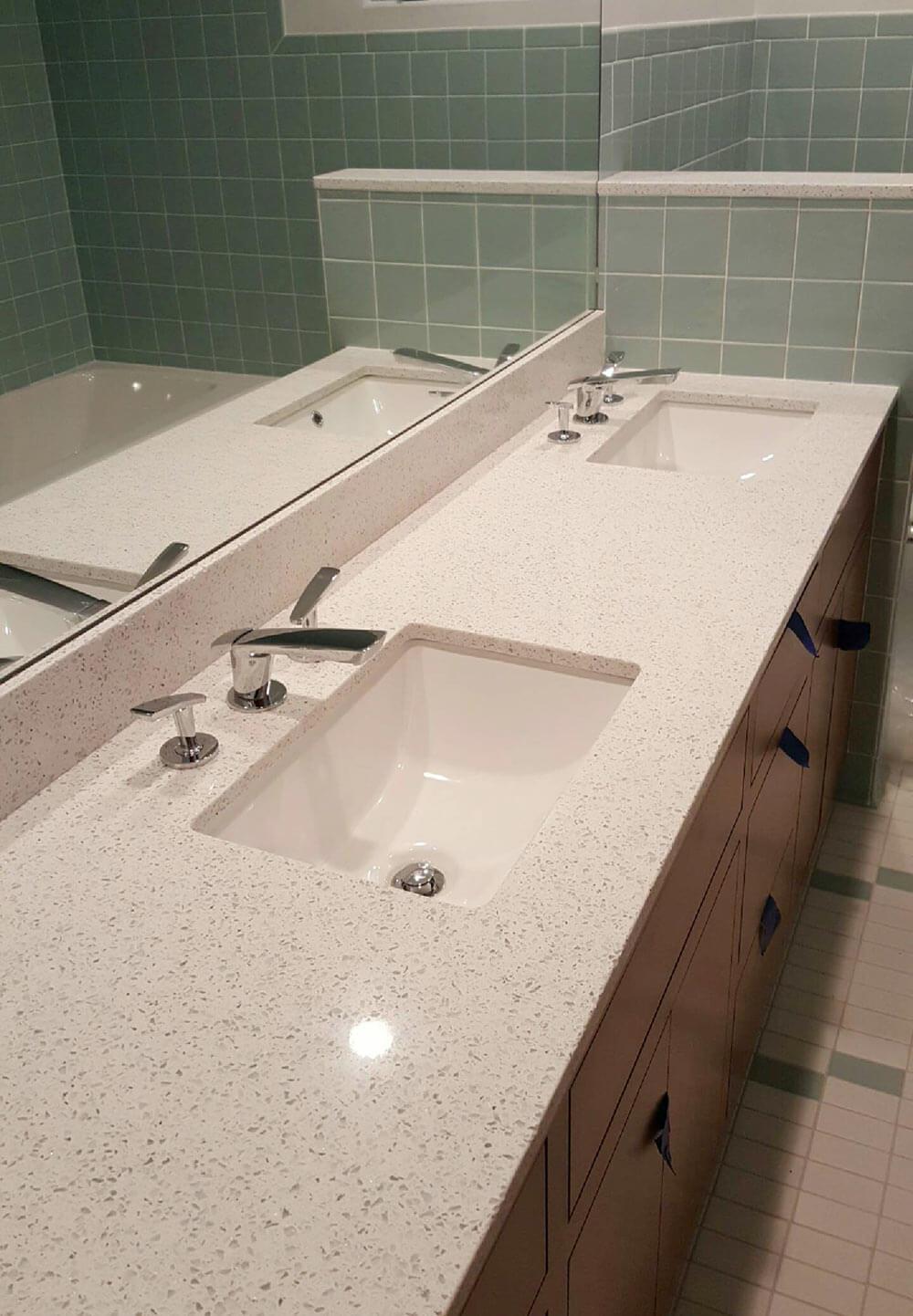 Trend midcentury bathroom