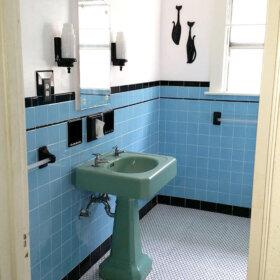 retro vintage blue bathroom