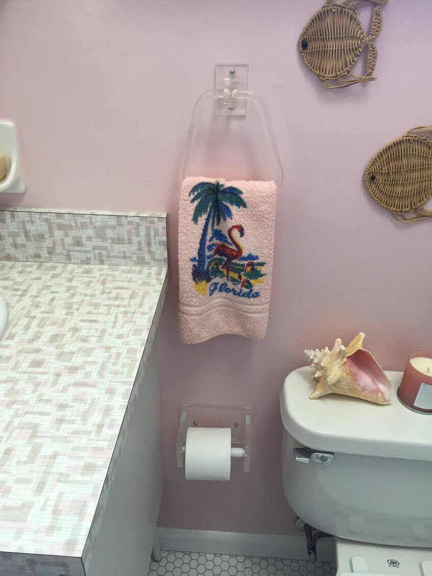 Chris uses wilsonart endora laminate in her retro pink for Pink retro bathroom ideas
