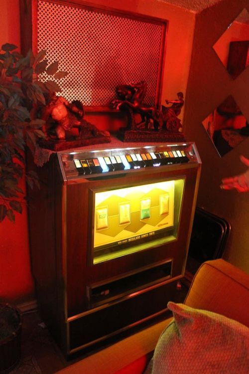 vintage-cigarette-machine