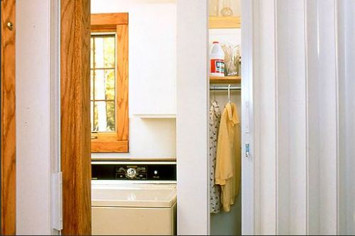 woodfold-accordian-door-for-laundry-room