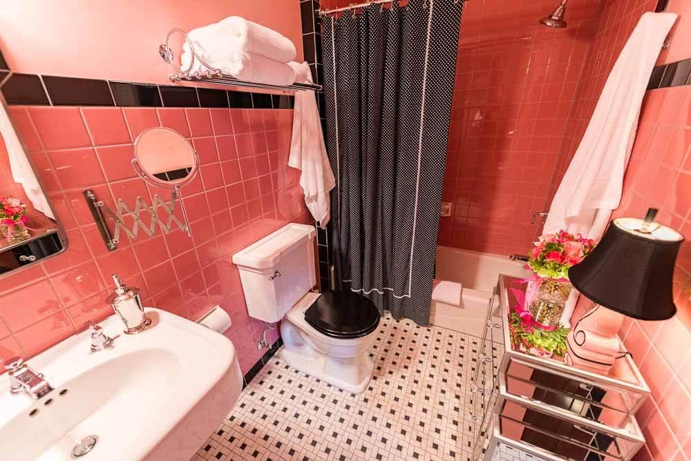 deco style bathroom