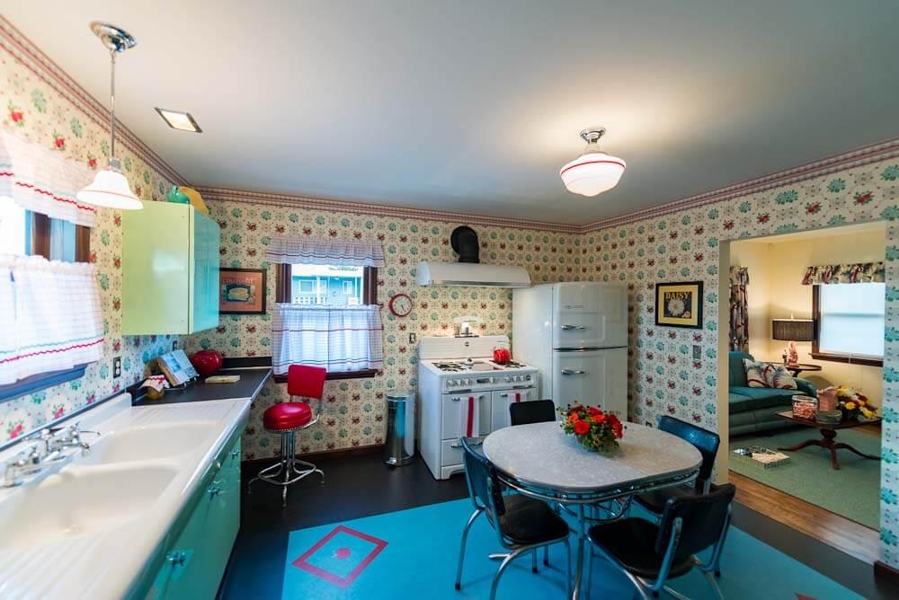 kitchen with bradbury apple betty wallpaper