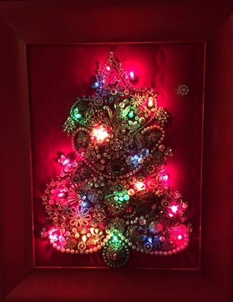 costume-jewelry-christmas-tree