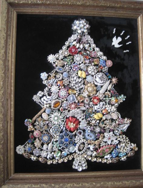 Costume jewelry Christmas trees - 17 glittery glamorous photos ...