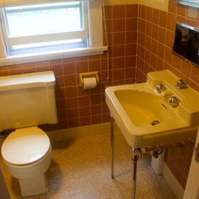 brown and yellow bathroom