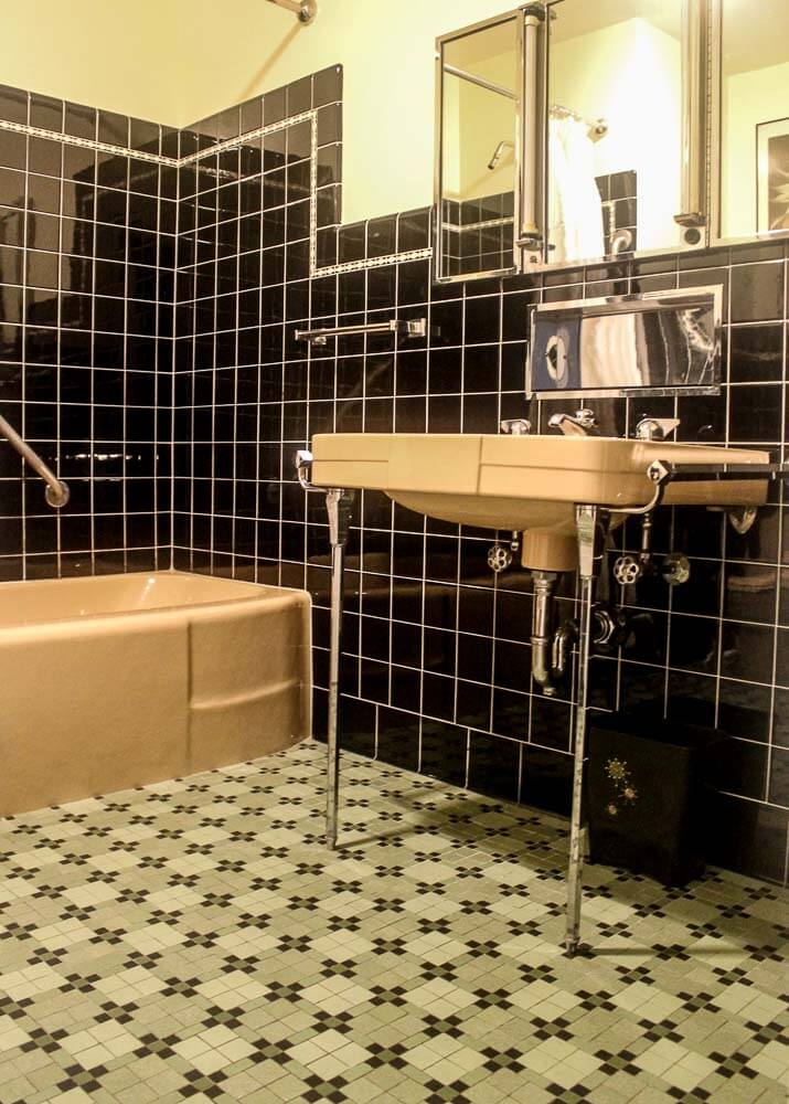 beautiful deco bathroom vintage