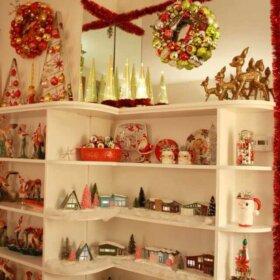 christmas bookshelf display