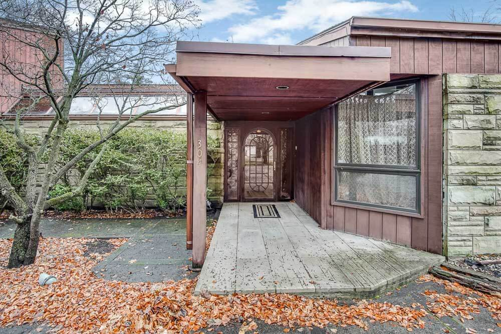 1970s house entry way