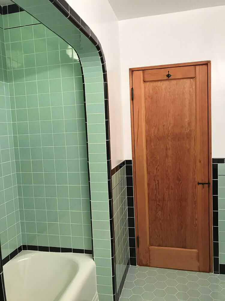 Creating a 1936 bathroom from scratch - Graham and Monika tackle ...