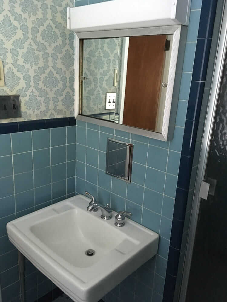 pretty blue tile bathroom