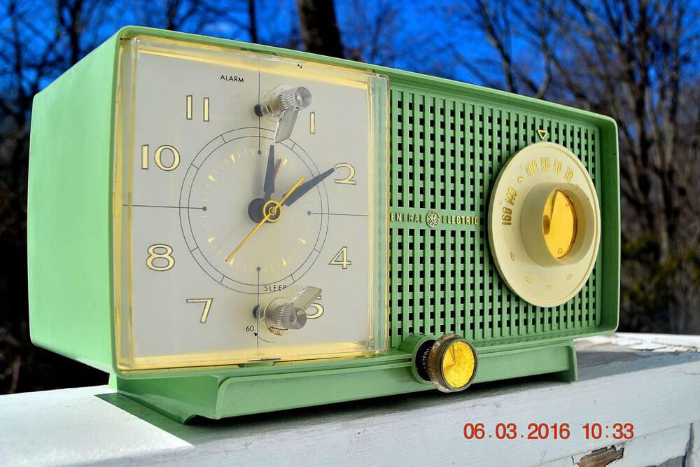 1960s vintage GE radio popular