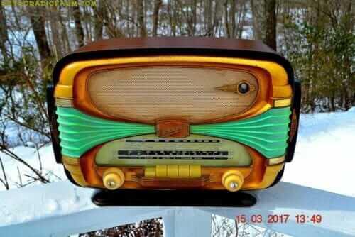 1955 Oceanic Surcouf radio