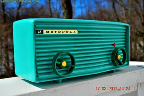 vintage 1957 Motorola 57R radio