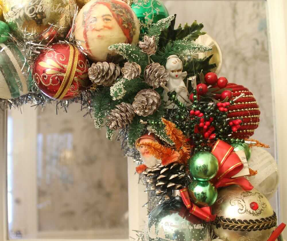 small items to decorate an ornament wreath