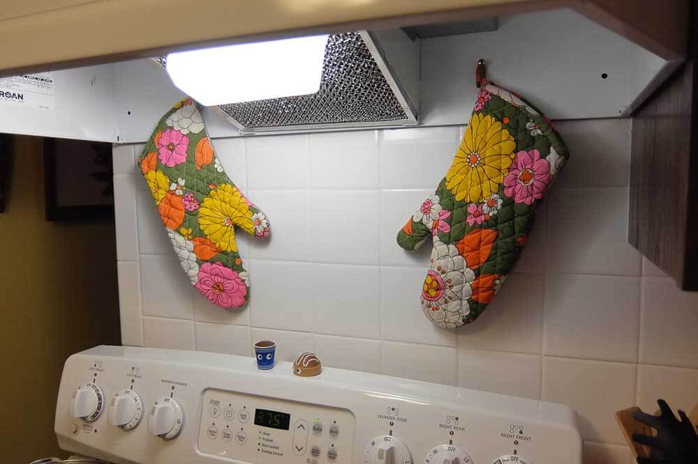 vintage oven mitts