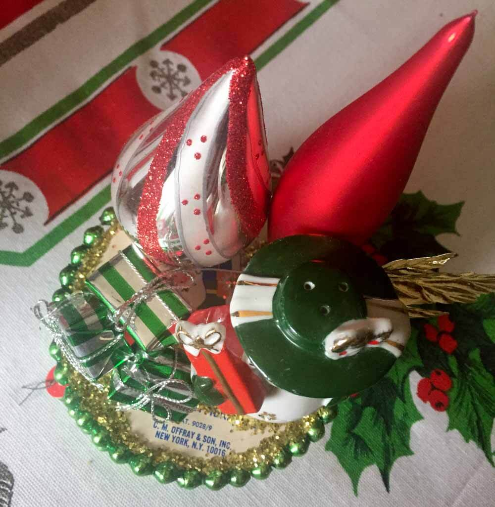 craft using vintage christmas ornments