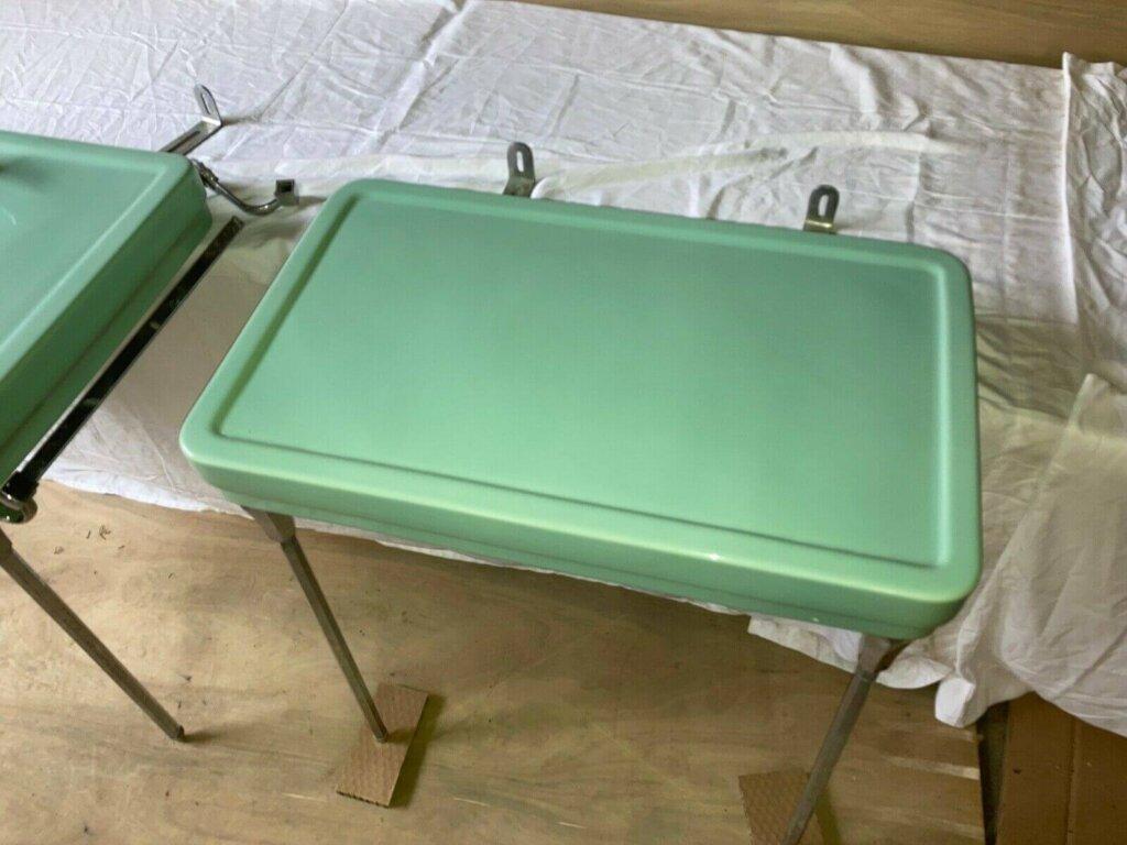 1941 Standard brand Darlington porcelain bathroom dressing table