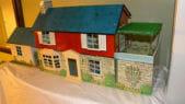 Marx-Tin-dollhouse-1962-with-bomb-shelter
